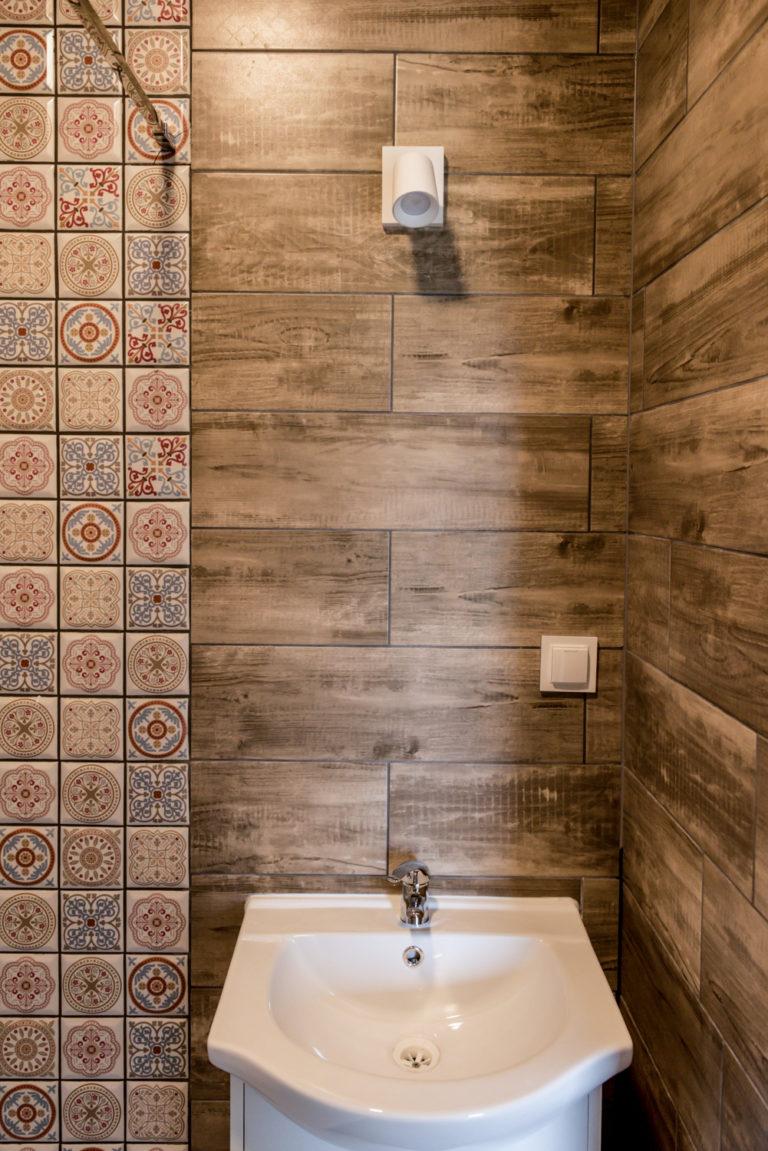 Pasieka Smakulskich - noclegi - zdjęcia wnętrz (Apartament Prowansalski - parter) - zdjęcie umywalki w toalecie