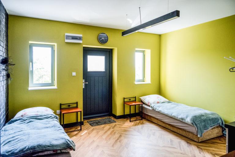 Pasieka Smakulskich - noclegi - zdjęcia wnętrz (Apartament Retro - parter) - pokój z dwoma łóżkami