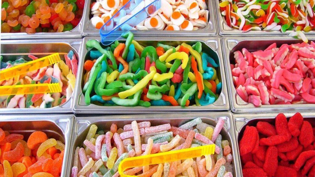Popularne sklepowe słodycze można zastąpić poprzez fit słodycze!